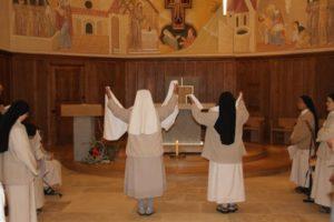 Danse des sœurs malgaches sur le Magnificat